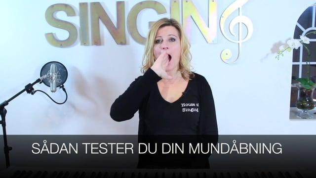 Sådan tester du din mundåbning ved sang
